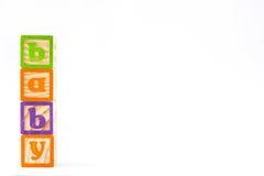 Houten die kubussen met brieven met `-baby` woord op witte achtergrond wordt geïsoleerd Stock Foto's