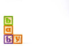 Houten die kubussen met brieven met `-baby` woord op witte achtergrond wordt geïsoleerd Stock Fotografie