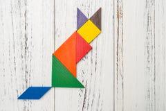 Houten die tangram als vos wordt gevormd Stock Afbeeldingen