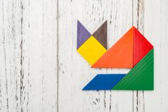 Houten die tangram als vos wordt gevormd Stock Afbeelding