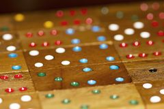 Houten domino's en aantallen royalty-vrije stock afbeeldingen