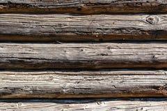 Houten donkere langzaam verdwenen bruine logboekenachtergrond met barsten en spleten royalty-vrije stock foto's