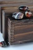 Houten doos en agaat Stock Foto