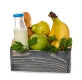 Houten doos met voedsel royalty-vrije stock afbeelding