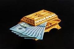 Houten doos voor het opslaan van bankbiljetten Stock Afbeeldingen