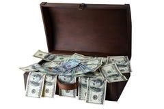 Houten dooshoogtepunt van 100 die dollarsbankbiljetten op witte backg wordt geïsoleerd royalty-vrije stock foto