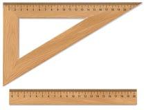 Houten driehoek en heerser Stock Foto's