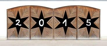 Houten dubbele deur met zwarte sterren - nieuwe jaren 2015 Stock Afbeeldingen