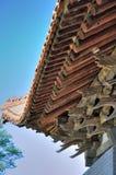 Houten eave van Chinese historische architectuur Stock Afbeeldingen