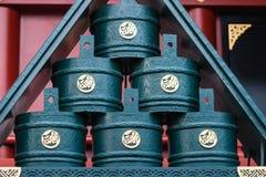 Houten emmers bij heiligdom Senso -senso-ji in Asakusa Royalty-vrije Stock Fotografie