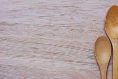 Houten en lepel op houten stock foto