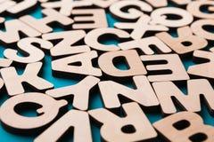 Houten Engelse brievenachtergrond Stock Foto's