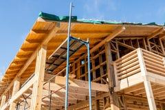 Houten frame van een nieuw huis in aanbouw Royalty-vrije Stock Foto's