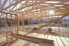 Houten frame van huis in aanbouw Stock Afbeeldingen