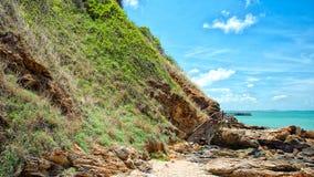 Houten gang langs het strand stock afbeelding