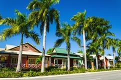Houten gekleurde huizen zeer populair in de Caraïbische Eilanden, royalty-vrije stock fotografie