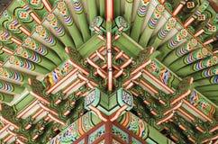 Houten geschilderd paleis dat Seoel Zuid-Korea bouwt stock afbeeldingen