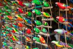 Houten gesneden papegaaien Royalty-vrije Stock Foto