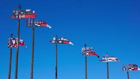 Houten gesneden windwijzers stock videobeelden