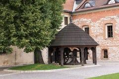 Houten goed in Tyniec (Polen) stock afbeeldingen