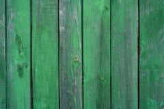 Houten groene die achtergrond, met leeftijd en wat verfschil wordt bevlekt stock afbeelding