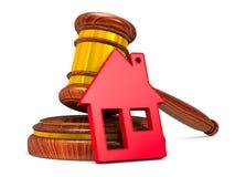 Houten hamer en rood huis op witte achtergrond Geïsoleerde 3d illu Royalty-vrije Stock Foto's