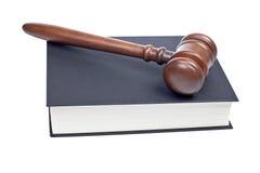 Houten hamer en wetsboek royalty-vrije stock foto