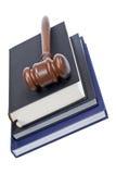 Houten hamer en wetsboeken royalty-vrije stock foto's