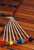 Houten hamers die op marimba rusten Royalty-vrije Stock Afbeelding