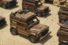 Houten hand gesneden stuk speelgoed auto royalty-vrije stock afbeeldingen