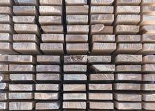 Houten hout in de zaagmolen stock foto's