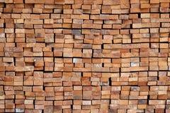 Houten houtbouwmateriaal voor achtergrond en textuur Royalty-vrije Stock Afbeeldingen