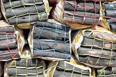 Houten houtskool in zakken Stock Foto's