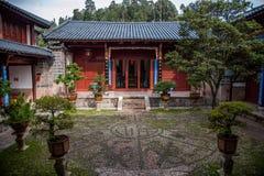 Houten Huis Lijiang, Yunnan-binnenplaats Royalty-vrije Stock Foto's
