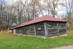 Houten hut in het landgoed van Telling Leo Tolstoy in Yasnaya Polyana in Oktober 2017 stock foto