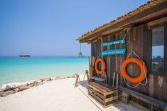 Houten hut op het strand in Mai-Ton Island Stock Foto's