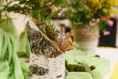 Houten inlegsel en bloemen Stock Afbeeldingen