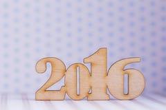 Houten inschrijving van het jaar van 2016 op lichte achtergrond Royalty-vrije Stock Foto