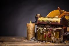 Houten juwelendoos Royalty-vrije Stock Afbeeldingen