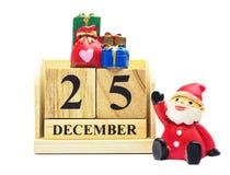 Houten Kalender 25 DECEMBER met Kerstmis en Nieuwjaar verfraait Royalty-vrije Stock Afbeeldingen