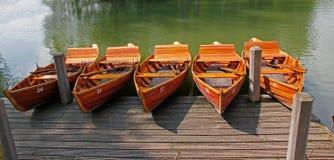 Houten kano's Stock Foto's