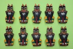 Houten kattenstandbeeld, ambachten van Bali stock foto