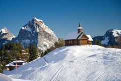 Houten kerk in Alpen, Stoos Stock Afbeeldingen