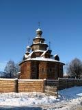 Houten kerk in de Russische winter Royalty-vrije Stock Afbeeldingen