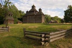 Houten kerk in het park Stock Afbeelding