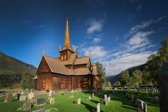 Houten kerk in Lom, Noorwegen stock foto