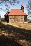 Houten kerk op Grun in de bergen van Moravskoslezske Beskydy Royalty-vrije Stock Foto