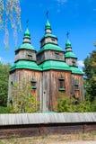 Houten kerk in Pirogovo-dorp dichtbij Kiev, de Oekraïne stock foto's