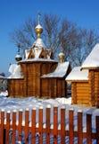 Houten kerk in Russisch dorp Royalty-vrije Stock Fotografie