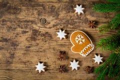 Houten Kerstmisachtergrond met peperkoekkoekjes Royalty-vrije Stock Afbeelding